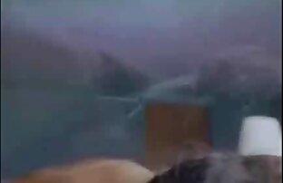 एक तालिका के साथ दोनों छेदों में संकेत दिया गया हिंदी सेक्सी वीडियो मूवी है