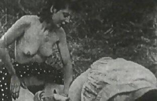 एक टैटू के साथ एक जानवर और लड़की का सेक्सी मूवी आदमी में से एक का प्रतिनिधित्व करता है
