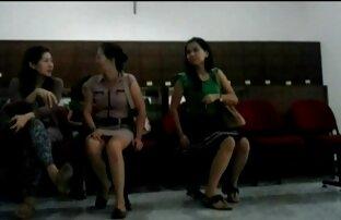 आकर्षक, पेशी आदमी, लड़की निर्भर के शीर्ष पर काली हिंदी सेक्सी वीडियो मूवी मिर्च